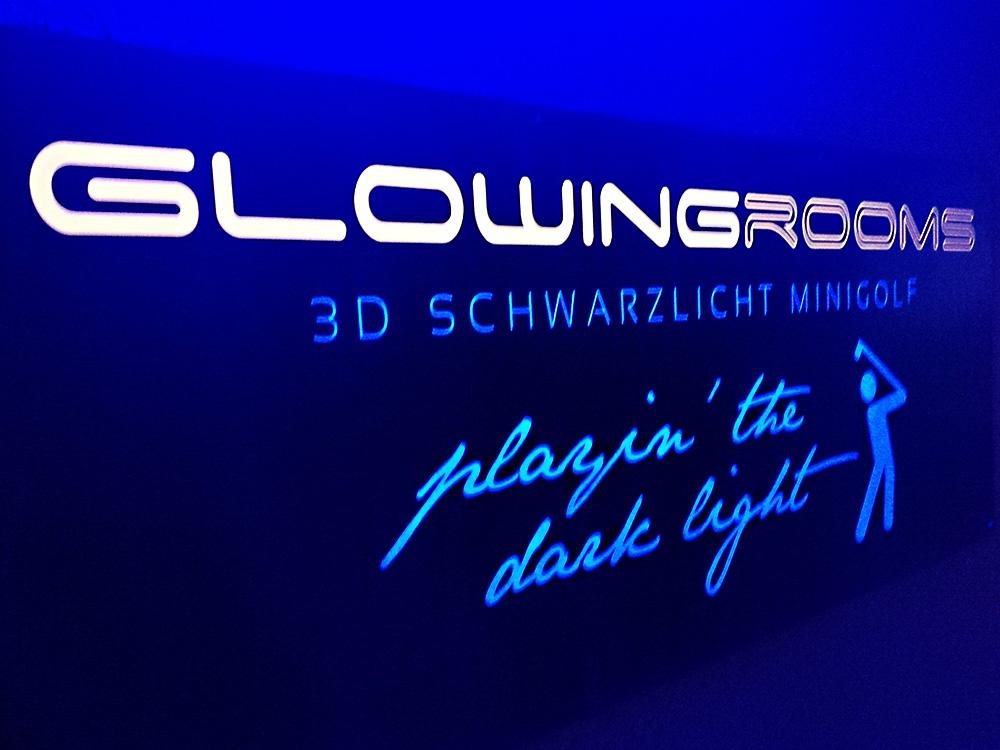 Schwarzlicht-Minigolf in Köln