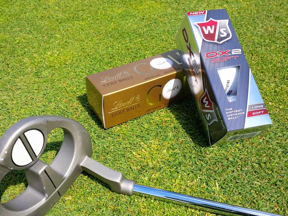 Zwei Golfbälle...die unterschiedlicher nicht sein könnten...
