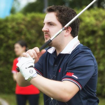 Beim Schnupperkurs...eines der ersten Beweisfotos golferischen Schaffens....