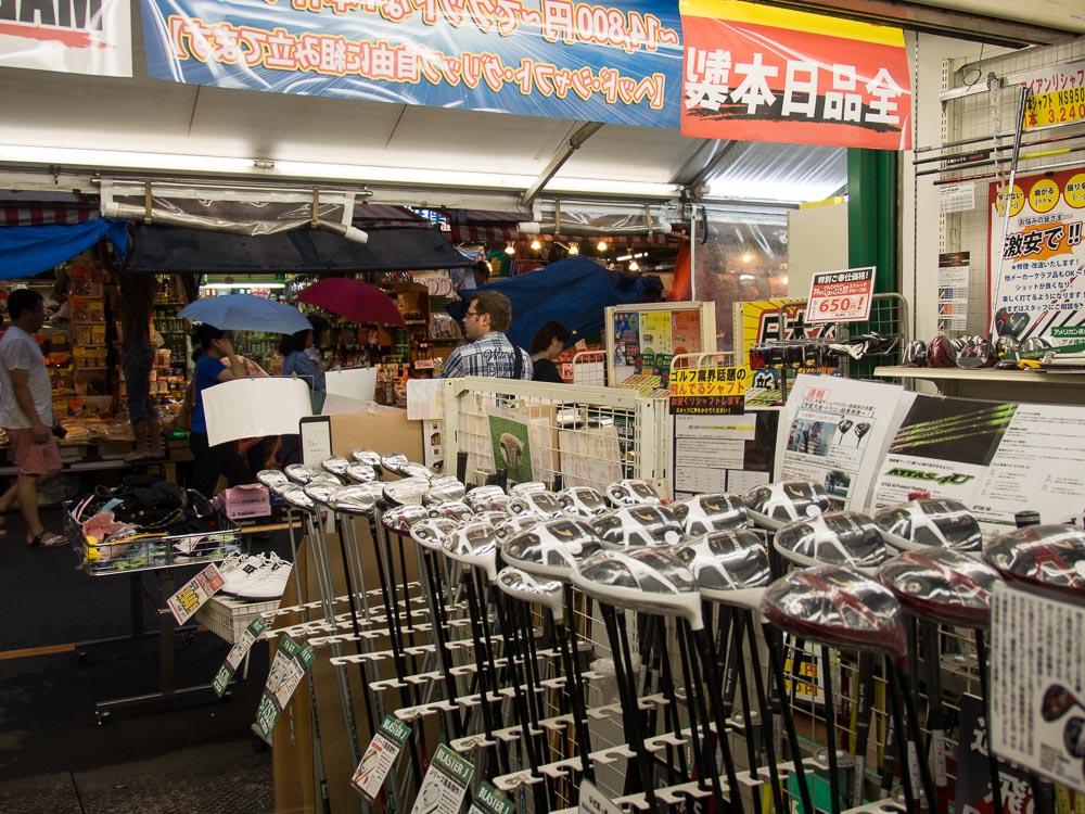 """Golfshop in Ueno, Tokyo. Mit Blick auf die """"exquisite"""" Einkaufsstraße...;)"""