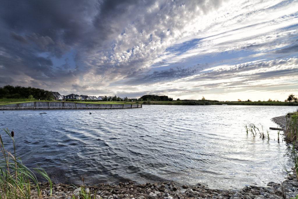 Loch 9 bei West Golf. Nachbau von Loch 17 in TPC Sawgrass und Hort vieler Bäller